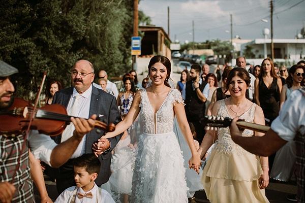 autumn-wedding-nicosia-pastel-white-flowers_12