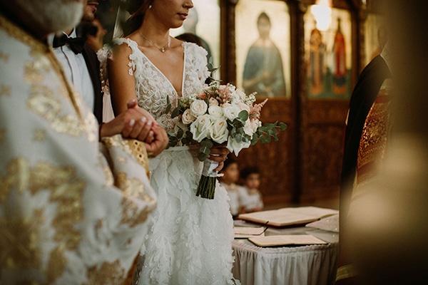 autumn-wedding-nicosia-pastel-white-flowers_16