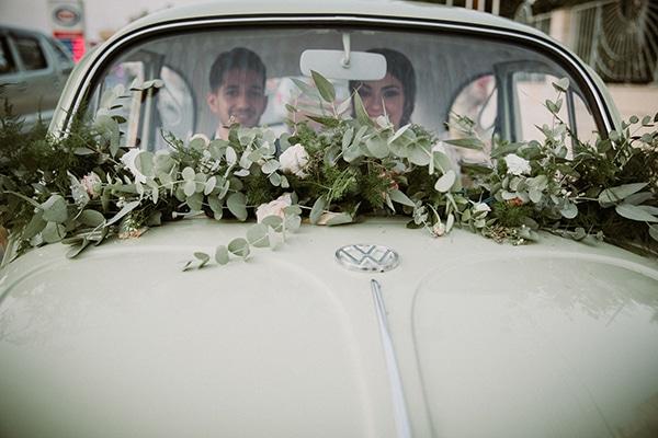 autumn-wedding-nicosia-pastel-white-flowers_19x