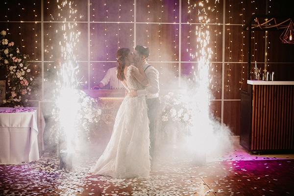 autumn-wedding-nicosia-pastel-white-flowers_24