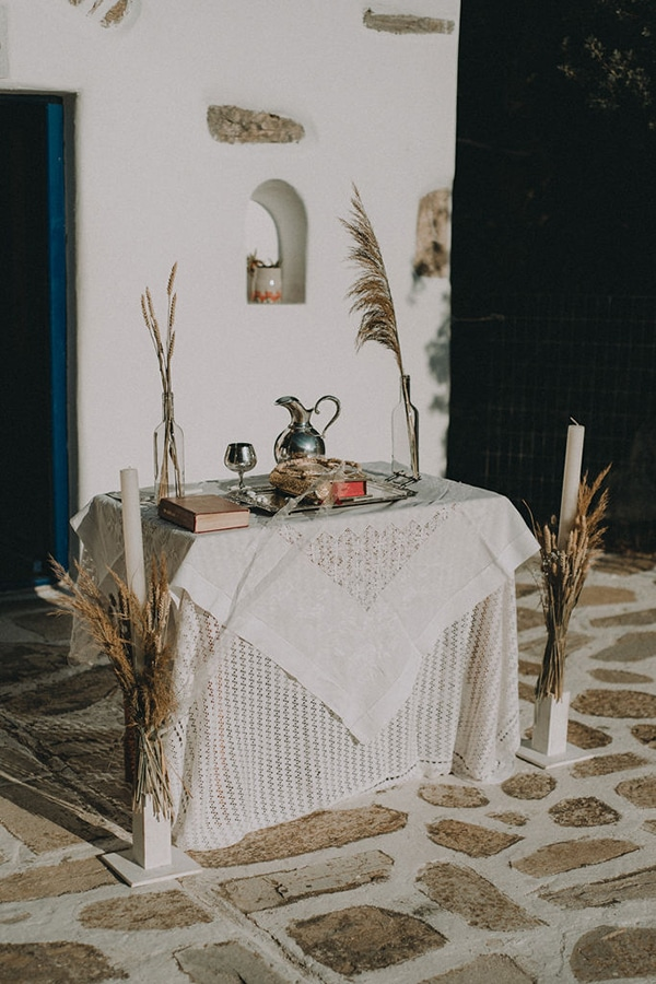 Bohemian στολισμός εκκλησίας για υπαίθρια τελετή γάμου
