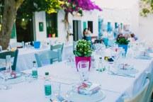 Στολισμος υπαιθριας δεξιωσης για καλοκαιρινο νησιωτικο γαμο
