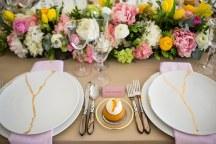 Colorful διακοσμηση δεξιωσης με γιρλαντες λουλουδιων