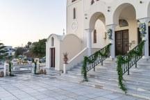 Στολισμος εισοδου εκκλησιας με γιρλαντες απο πρασιναδα
