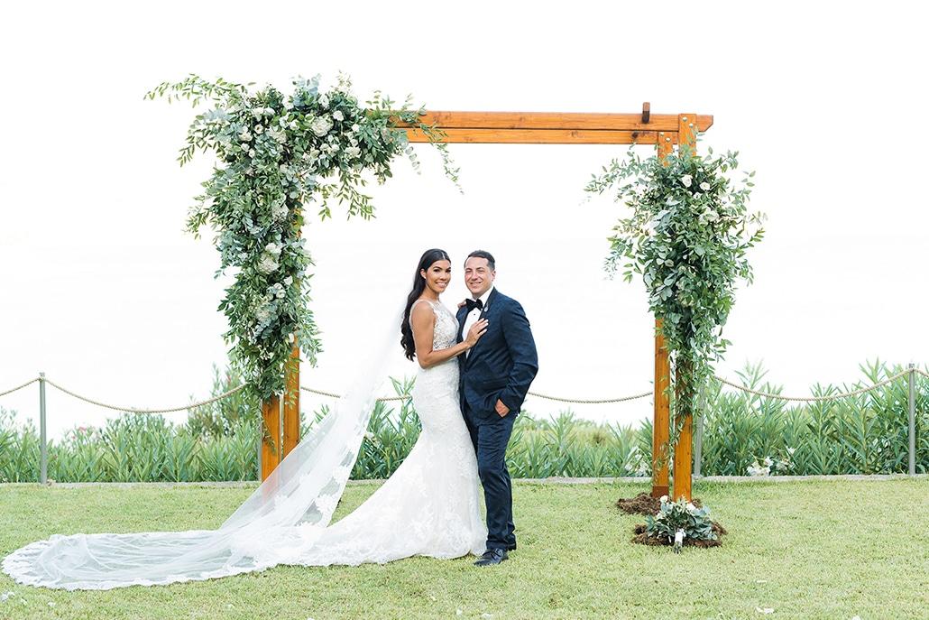 Elegant γάμος στην Κεφαλονιά με πανέμορφα λευκά λουλούδια │ Chelsea & Nicholas