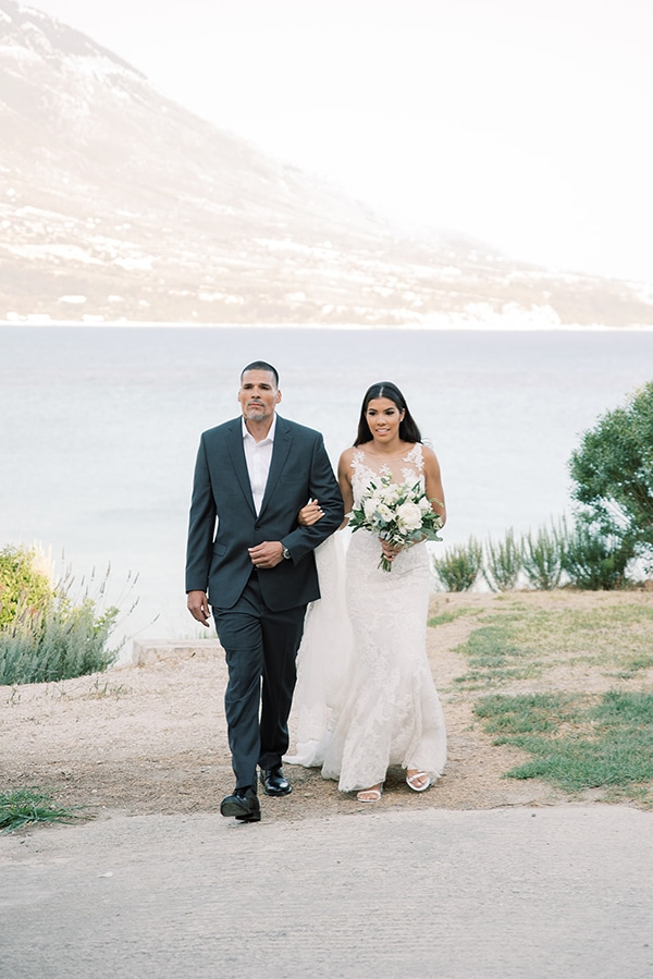 elegant-wedding-kefalonia-pretty-white-flowers_18