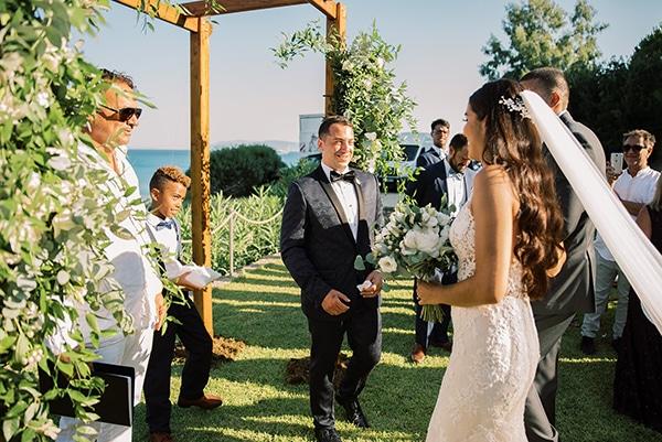 elegant-wedding-kefalonia-pretty-white-flowers_20