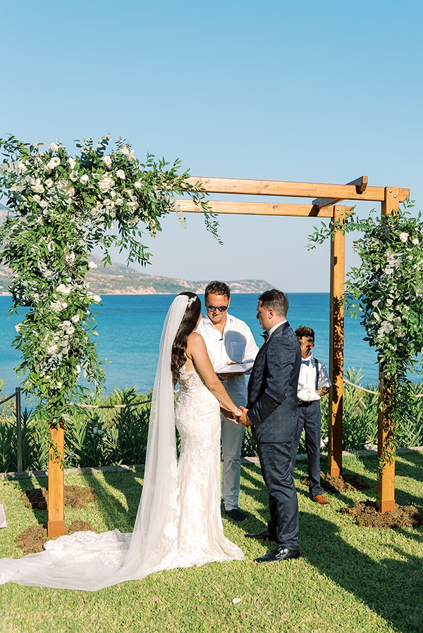 elegant-wedding-kefalonia-pretty-white-flowers_22