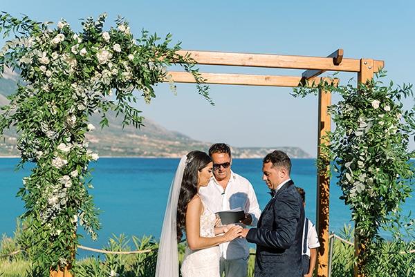 elegant-wedding-kefalonia-pretty-white-flowers_23
