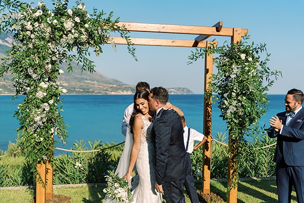 elegant-wedding-kefalonia-pretty-white-flowers_24