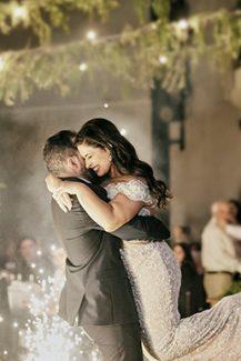 Ρομαντικός στολισμός δεξίωσης γάμου με string lights
