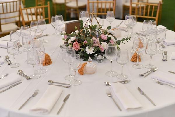 fall-wedding-nicosia-pastel-hues-gold-details-_17