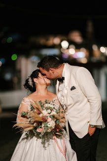 Ασυμμετρη νυφικη ανθοδεσμη για μποεμ γαμο με pampas grass