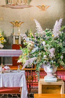 Εντυπωσιακοί αμφορείς με λουλούδια για στολισμό εκκλησίας