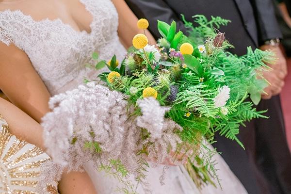 Hand-tied νυφική ανθοδέσμη με πρασινάδα και pampas grass