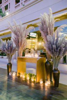 Luxurious στολισμός  δεξίωσης γάμου με pampas grass και χρυσά διακοσμητικά