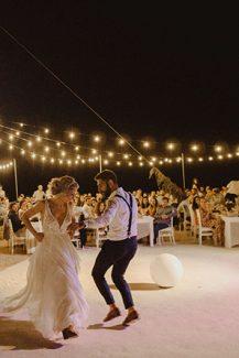 Υπεροχη διακοσμηση υπαιθριου γαμου με string lights