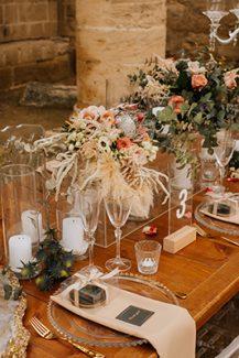 Στολισμός δεξίωσης γάμου με dried flowers, bohemian λεπτομέρειες και ghost καρέκλες
