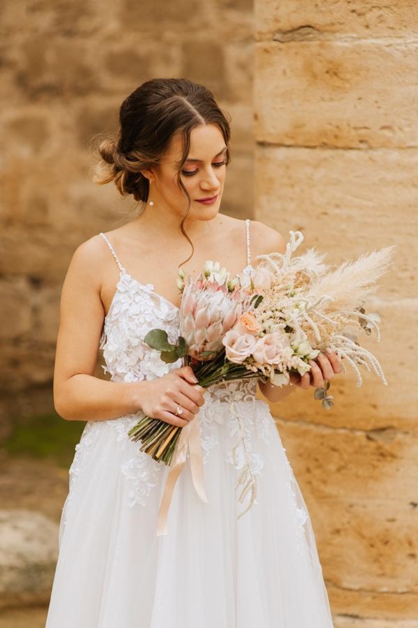 Bohemian style νυφική ανθοδέσμη με dried flowers