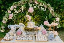 Elegant dessert table για δεξιωση γαμου με γεωμετρικα σχηματα και χρυσες πινελιες