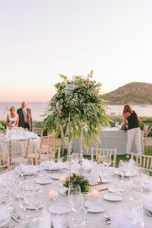 Υπέροχα centerpieces με λουλούδια για ρομαντικό στολισμό δεξίωσης γάμου