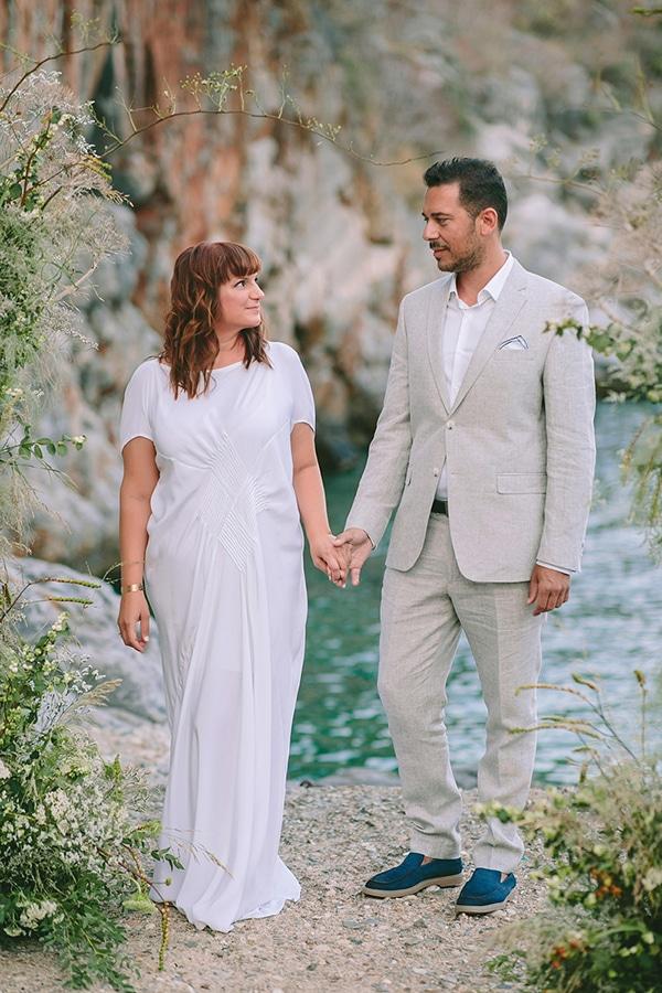 romantic-elopement-mani-stunning-sea-view_02