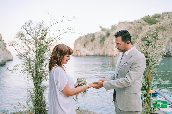 romantic-elopement-mani-stunning-sea-view_02x