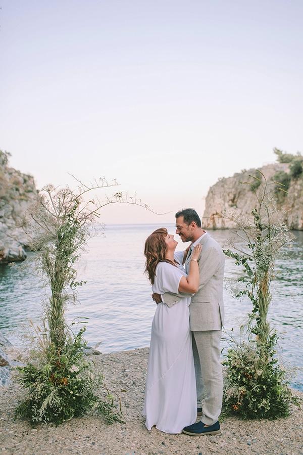 romantic-elopement-mani-stunning-sea-view_03x