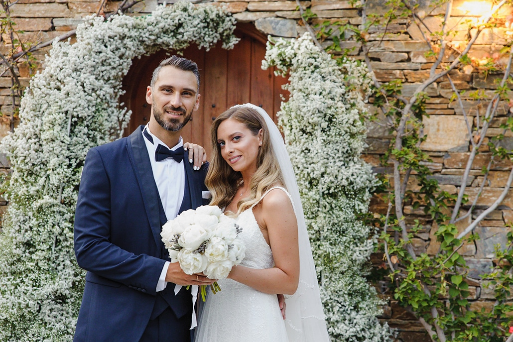 Καλοκαιρινός γάμος στην Αθήνα με γυψοφίλη και ευκάλυπτο │ Ηλιάνα & Αντώνης
