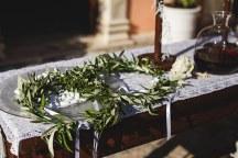 Πρωτοτυπη ιδεα για στεφανα γαμου με αληθινα κλαδια ελιας