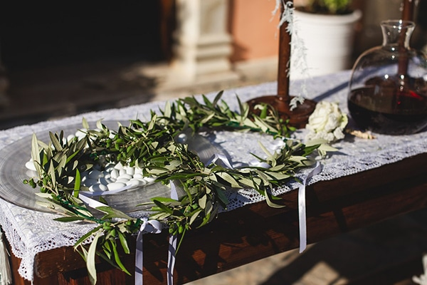 Πρωτότυπη ιδέα για στέφανα γάμου με αληθινά κλαδιά ελιάς