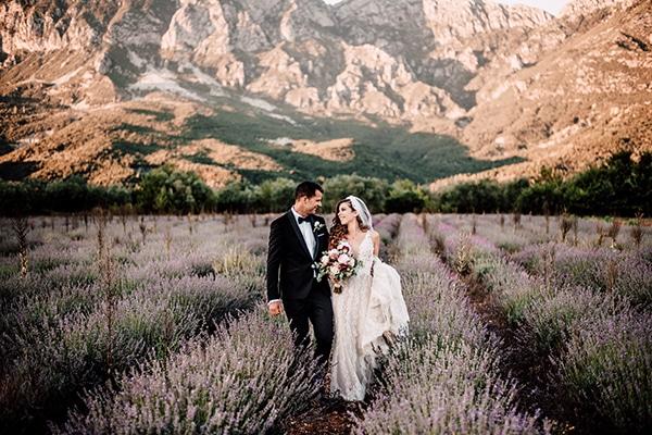 Καλοκαιρινος γαμος με ιβουαρ τριανταφυλλα και κοκκινες παιωνιες │ Αθηνα & Στεφανος
