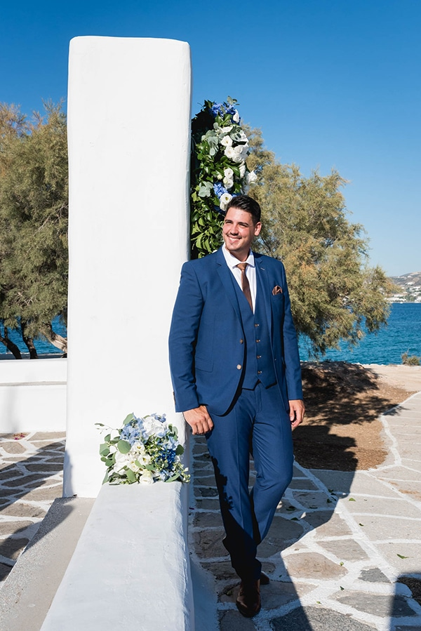 summer-wedding-paros-white-blue-hues_10
