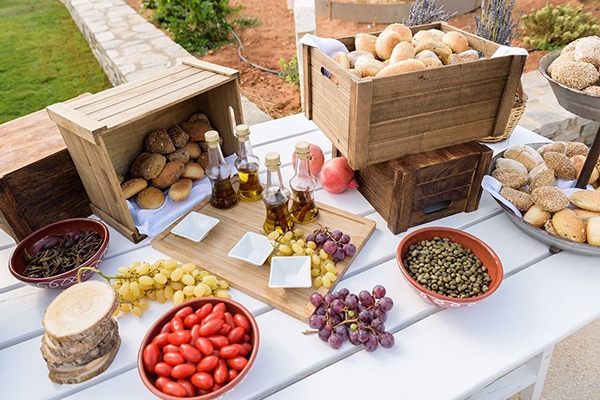 tasty-suggestions-wedding-catering-satisfy-guests_02