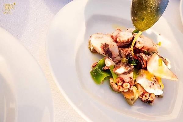 Μια αξέχαστη γευστική εμπειρία για τους καλεσμένους σας από Spicy Bites Catering