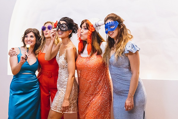 unique-fun-moments-wedding-party-facebooth_01