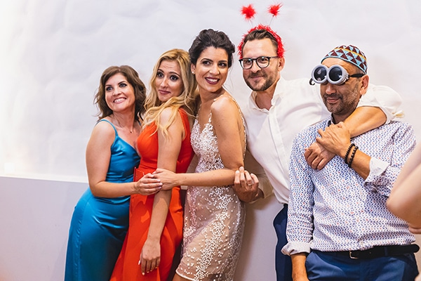 unique-fun-moments-wedding-party-facebooth_02