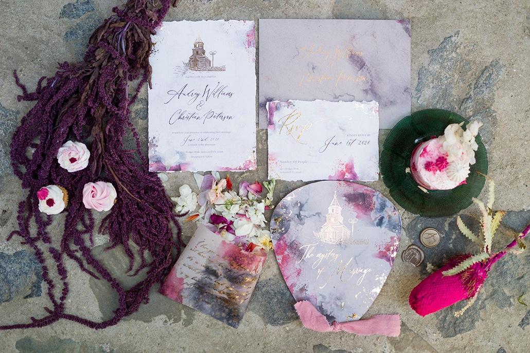 Μοναδικά προσκλητήρια γάμου από Redgrass Invitations με floral σχέδια και watercolor details