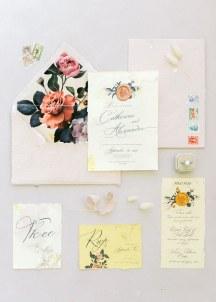 Ρομαντικα προσκλητηρια γαμου με floral pattern απο Redgrass Invitations