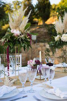 Στολισμός τραπεζιού δεξίωσης γάμου με pampas grass