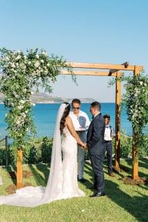 Ρουστικ αψιδα σε σχημα Π για τελετη γαμου