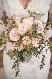 Νυφική ανθοδέσμη με david austin τριαντάφυλλα