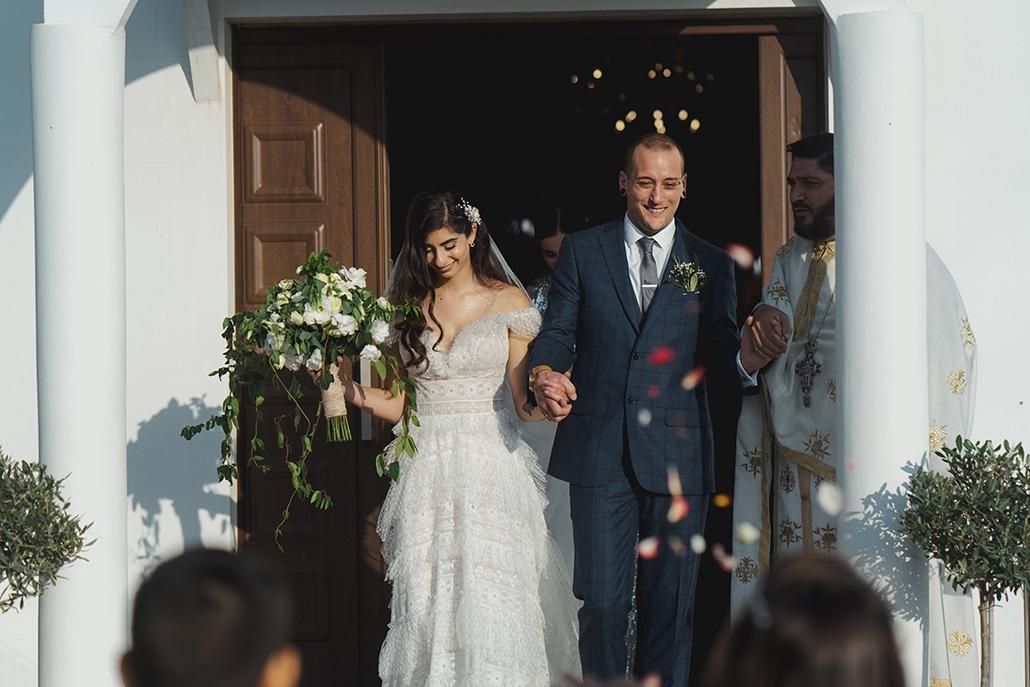 Όμορφος φθινοπωρινός γάμος στη Λάρνακα με λευκά λουλούδια και πρασινάδα │ Γιώτα & Andy