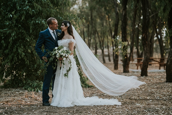 beautiful-fall-wedding-larnaca-white-flowers-greenery_04