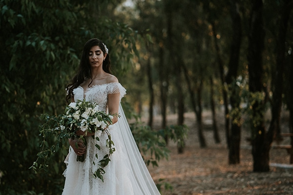 beautiful-fall-wedding-larnaca-white-flowers-greenery_05x