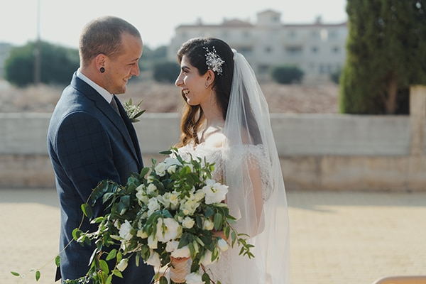 beautiful-fall-wedding-larnaca-white-flowers-greenery_15