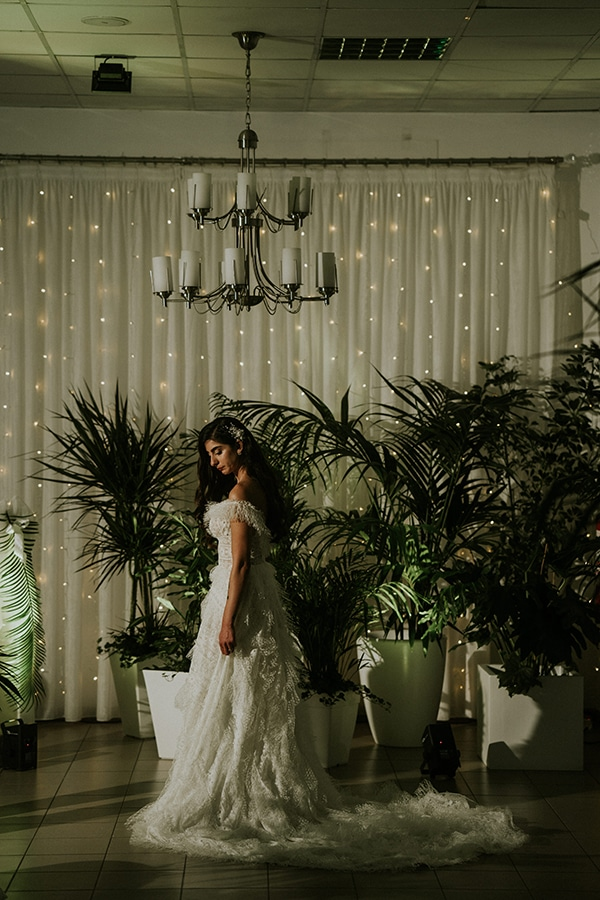 beautiful-fall-wedding-larnaca-white-flowers-greenery_21