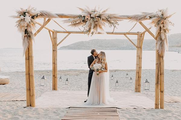Bohemian καλοκαιρινός γάμος στην Αθήνα με pampas grass και παστέλ αποχρώσεις │ Νάγια & Κώστας