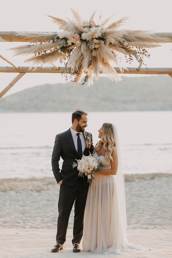 bohemian-summer-wedding-athens-pampas-grass-pastel-hues_29