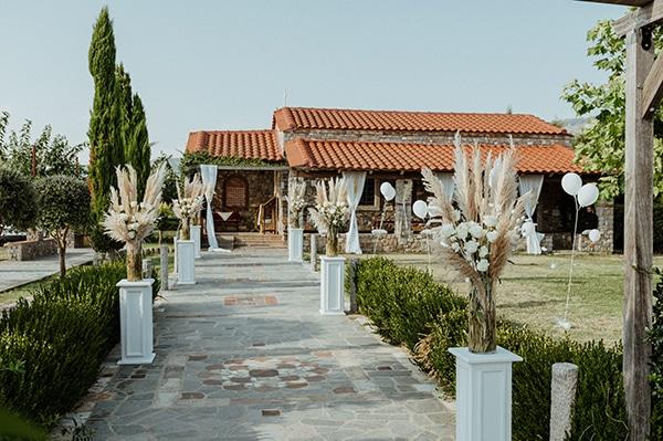 bohemian-summer-wedding-xanthi-pampas-grass-david-austin-roses_15